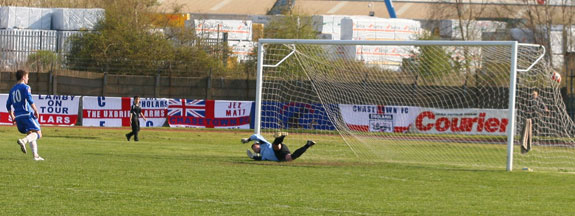 Grant Ryan puts Chasetown FC 2-0 up from the penalty spot against Goole AFC. Pic: Dave Birt