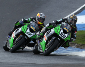 Gary Mason comes under pressure from Simon Andrews