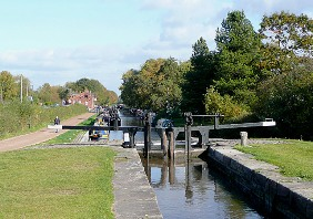 The canal at Fradley Junction. Pic: Roger Kidd and licensed for reuse under this Creative Commons Licence