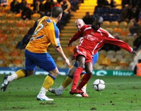 Ramone Stephens gets away from two defenders. Pic: Dave Birt