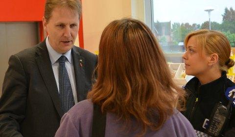Matthew Ellis talking to a shopper with PCSO Nia Nokes