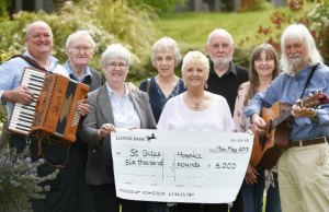 Mike Stanley's friends and family hand over £6,000 after their Irish music concert