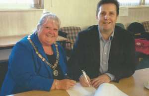 Cllr Pam Stokes and Cllr Richard Mosson signing the lease on the Old Mining College Centre in 2015