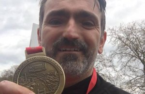Cllr Darren Ennis with his London Marathon medal