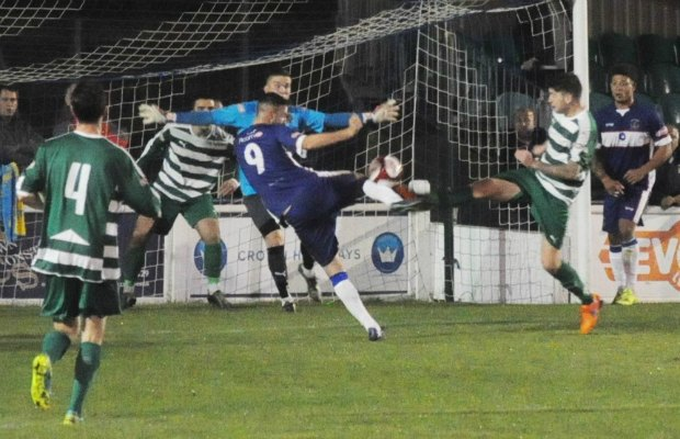 Mitchell Piggon fires an effort goalwards. Pic: Pamela Mullins
