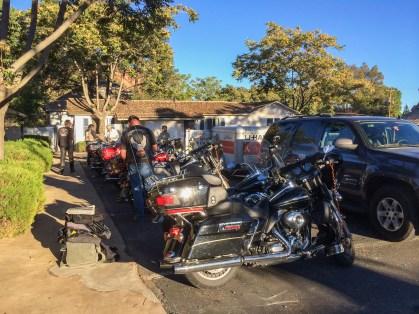 Ein letztes Mal stehen die Harleys vor unseren Motel-Türen