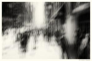 5th Avenue, New York in motion, in Bewegung, monochrom
