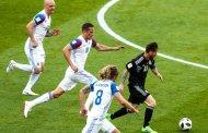 Sampaoli cần gánh trách nhiệm sau trận đấu đáng quên của Argentina