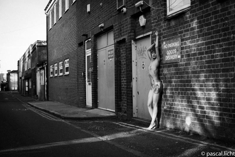 Nudo, ritratto urbano