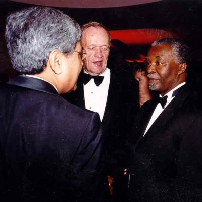 Former Prime Minister Jean Chrétien introducing South African President Thabo Mvuyelwa Mbeki to Bhupinder S. Liddar during the South African leader's state visit to Canada, 2003.