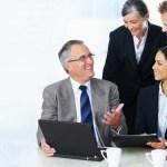 ¿Cuáles son los beneficios de una comunicación efectiva en el lugar de trabajo?