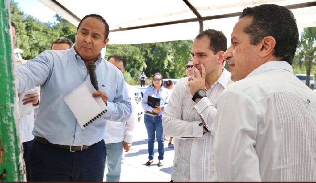 El Gobernador Carlos Joaquín y Arturo Herrera, titular de la Secretaría de Hacienda realizan su segundo día de gira de trabajo por Quintana Roo, supervisando actividades en favor de inversiones, turismo, comunicaciones y seguridad. En la gira también estuvo presente el alcalde de Isla Mujeres, Juan Carrillo.