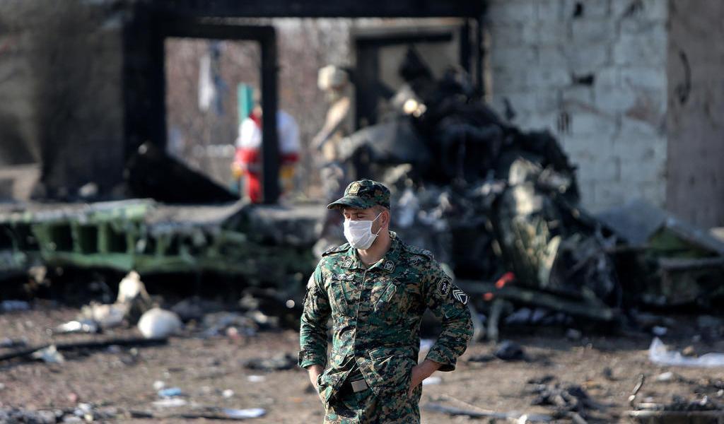 Avión ucraniano habría sido derribado por misiles iraníes, reportan medios