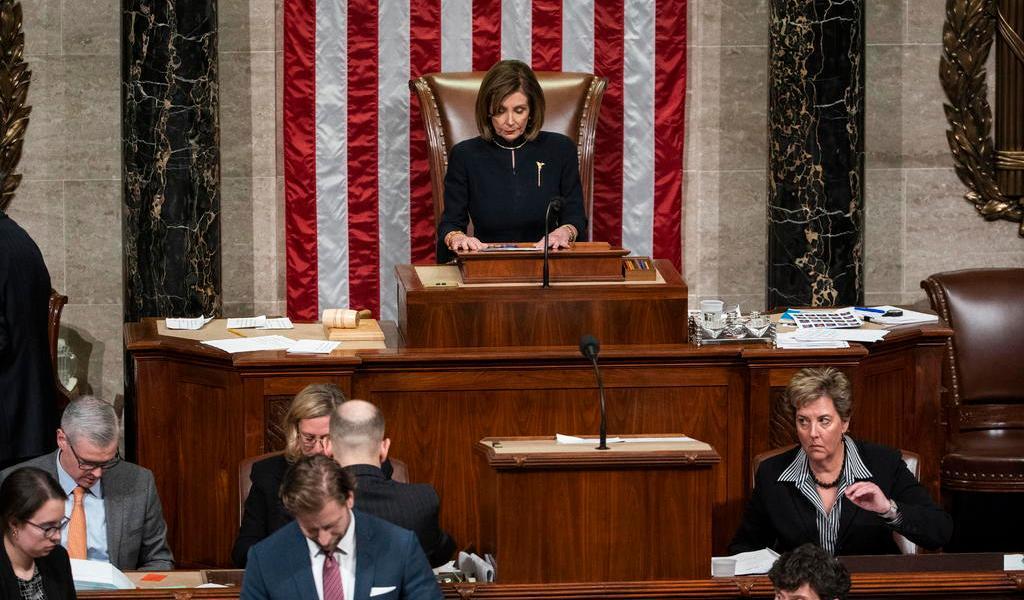 Cámara de Representantes debate poderes militares de Trump