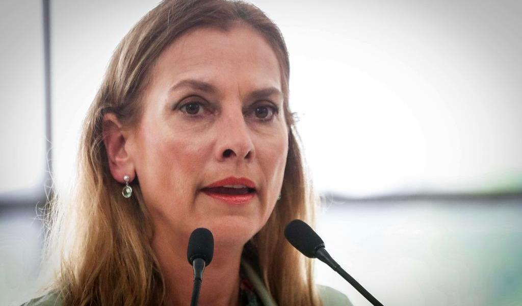 ¿Cuál es el salario de Beatriz Gutiérrez como docente en la BUAP?