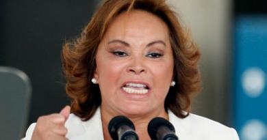 'Elba Esther Gordillo, sin derechos en sindicato, por adeudo de cuotas'