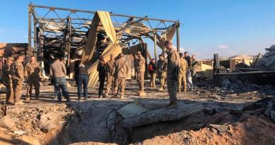 Soldados de EUA retiran escombros de base tras ataque iraní