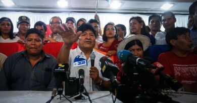 Selecciona Evo a exministro como candidato del MAS