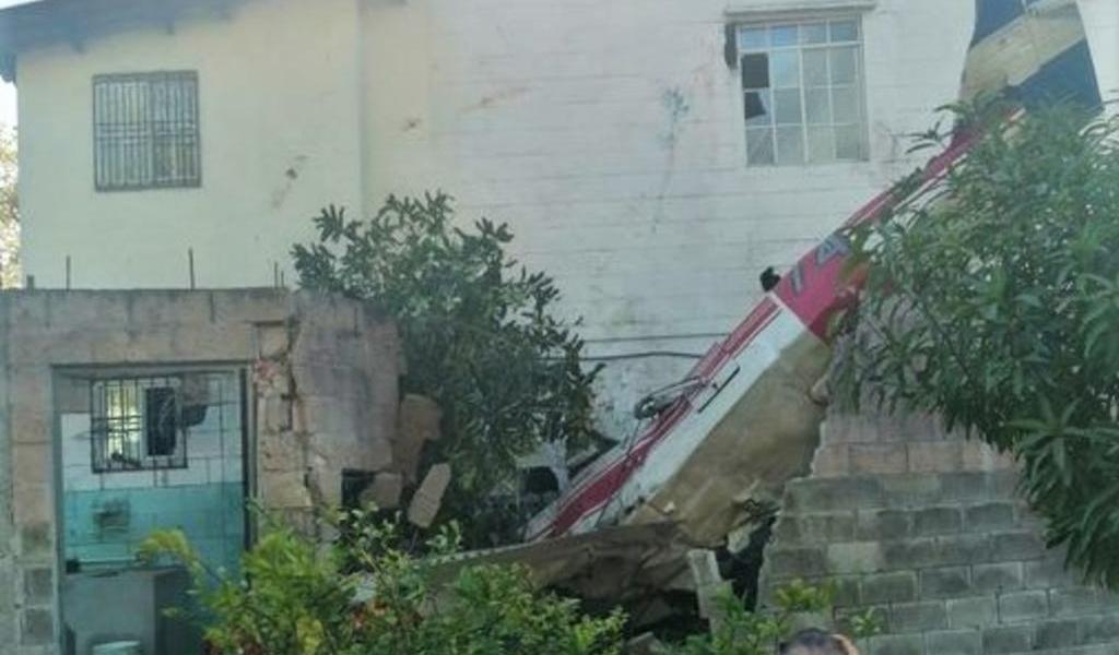 Dos muertos al estrellarse avioneta en casa de localidad salvadoreña