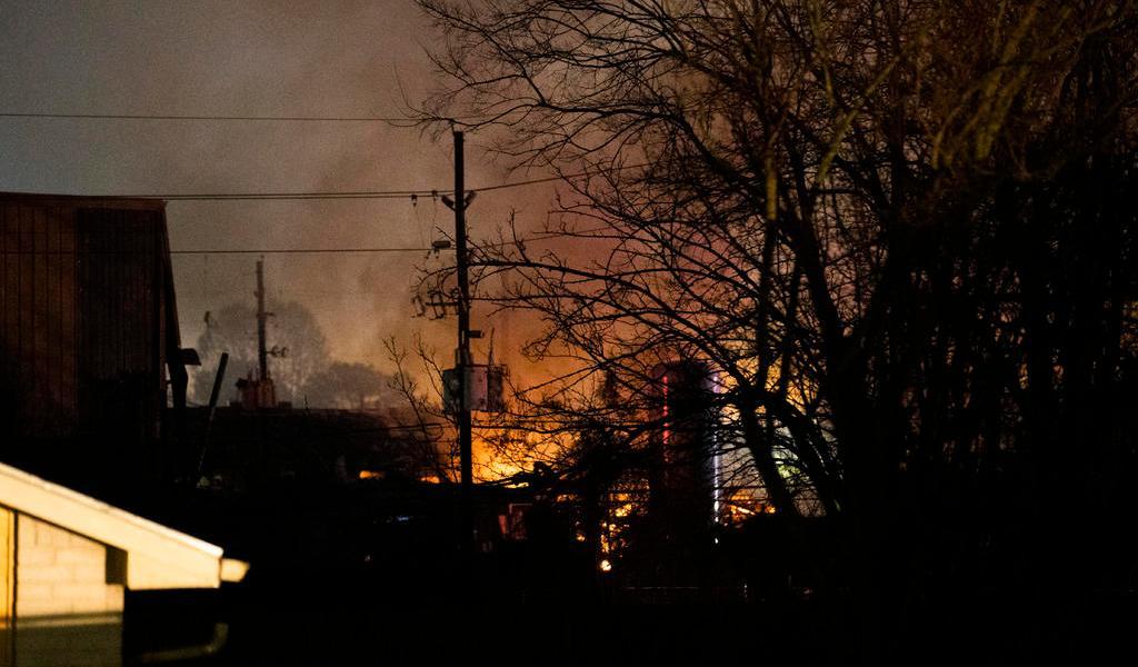 Confirman dos muertos por explosión en zona industrial de Houston