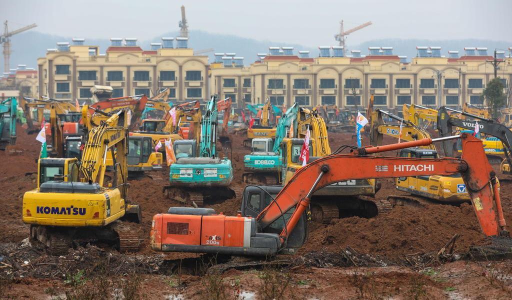 Levantan hospital en China contra virus
