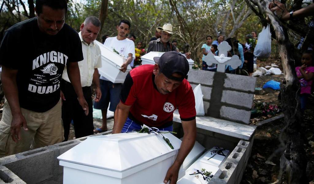 Familia asesinada es sepultada tras 37 años