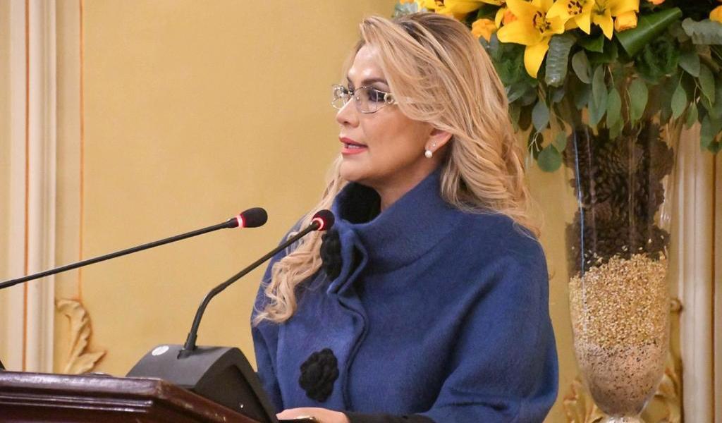 Presidenta de Bolivia pide renuncia a todos sus ministros