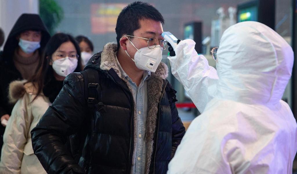 Eleva OMS a 'alto' el riesgo internacional por coronavirus