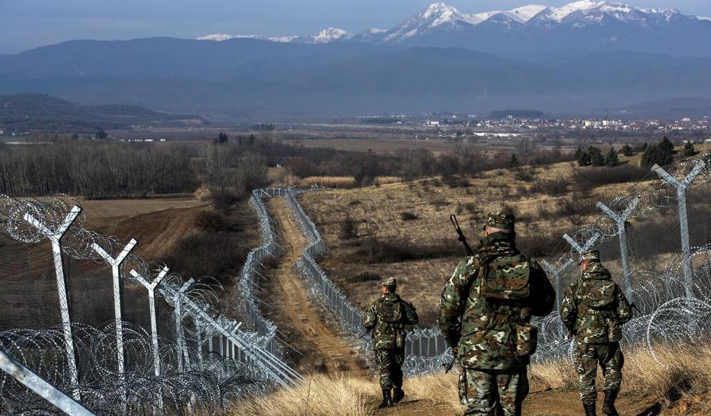 Instalará Grecia barreras y redes marítimas para cortar paso a migrantes