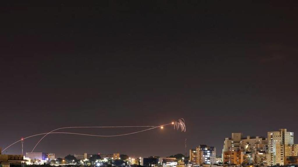 Palestinos lanzan cohetes desde Gaza hacia Israel y aumentan las tensiones