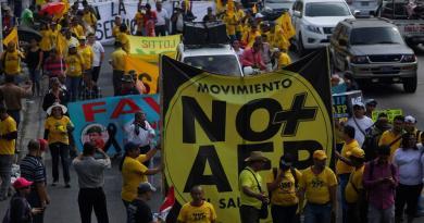 Protestan trabajadores en El Salvador por una 'pensión digna'