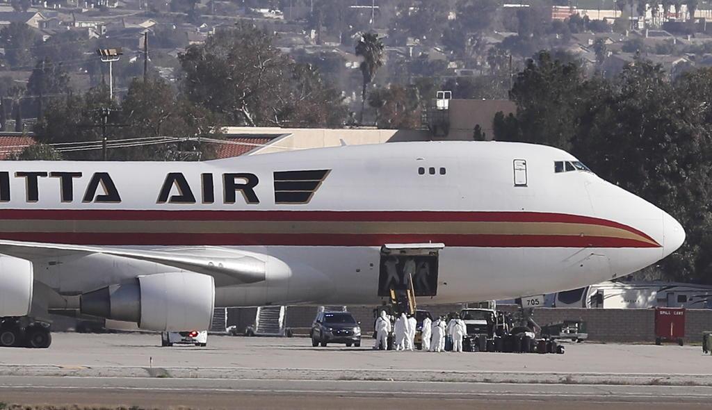 Hospitalizan en California a estadounidenses evacuados de China