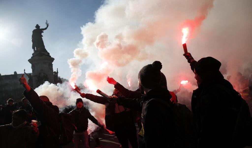 Vuelven a protestar contra la reforma de pensiones en Francia