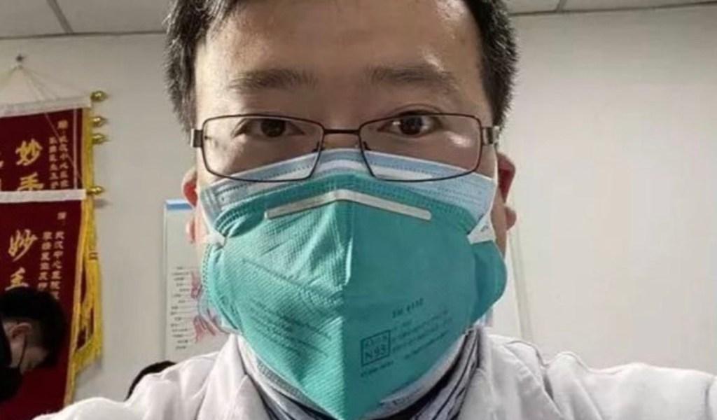 Muere médico reprendido por China