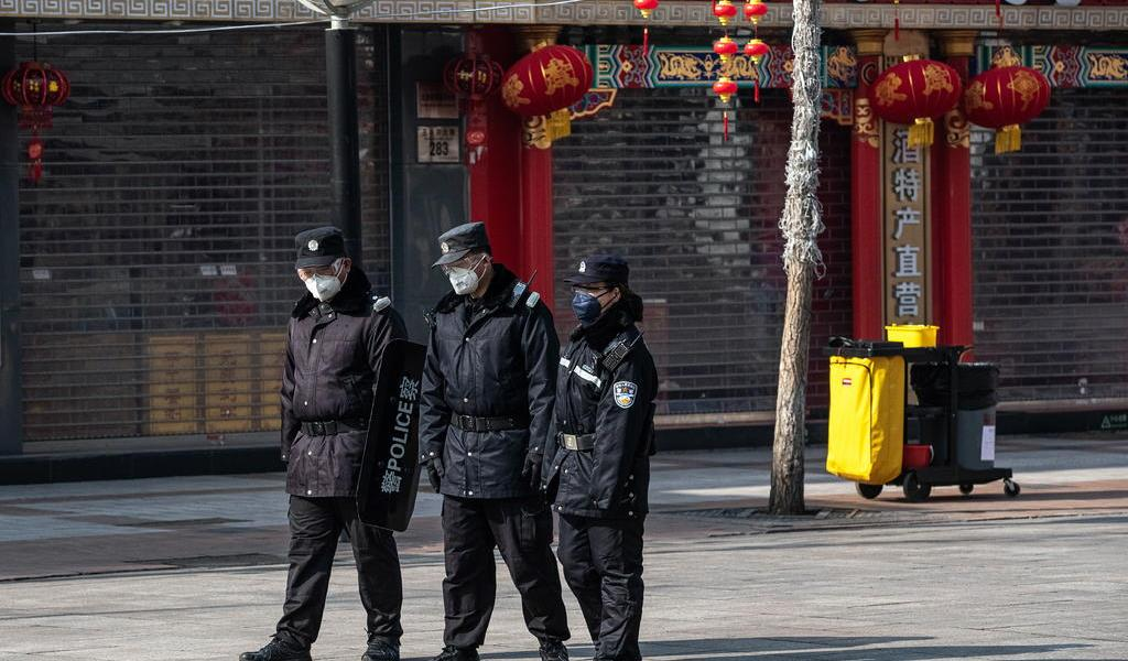 Suman 908 muertos entre los 40,171 infectados por coronavirus en China