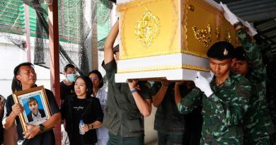 Entregan cuerpos a familiares tras matanza en Tailandia