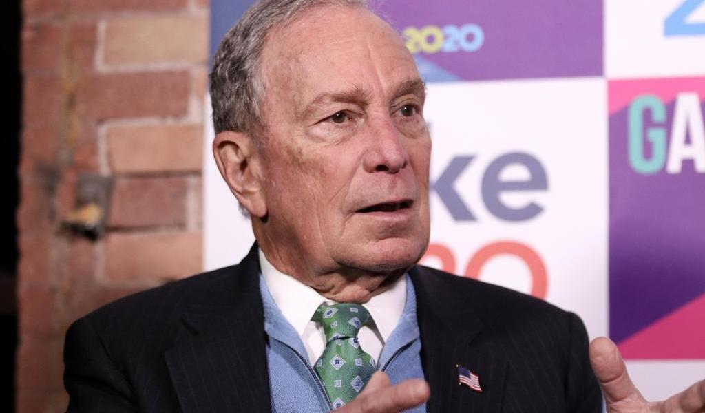 Contrata Bloomberg a influencers e inunda la red con memes sobre sí mismo