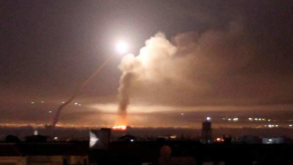 Impactan misiles contra base de EUA