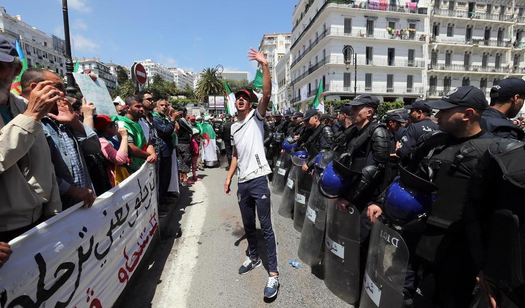 En primer año de protestas, AI denuncia la represión del régimen argelino