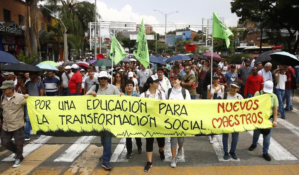 Protestan contra el asesinato de 14 maestros
