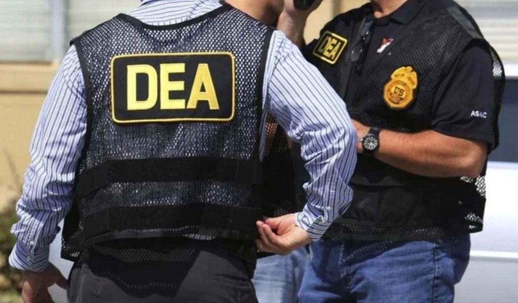 Acusan a agente de la DEA de trabajar con cártel