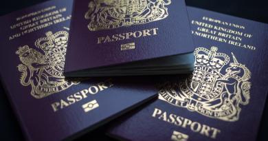 Gran Bretaña vuelve al pasaporte azul