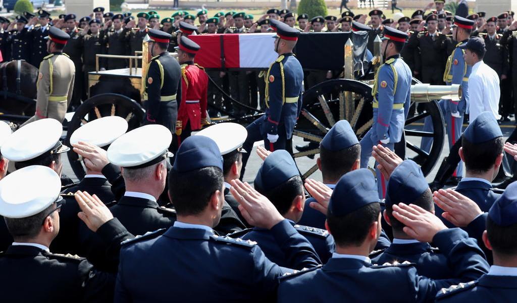 Presidente egipcio encabeza el funeral de Hosni Mubarak