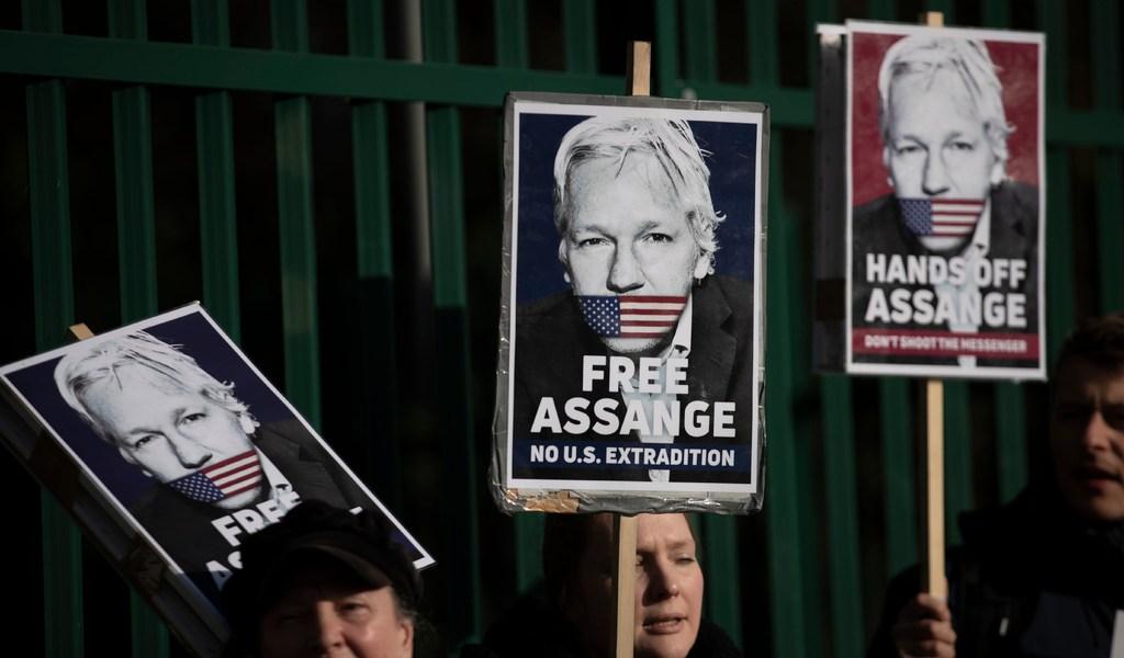 Rechazan pedido de Assange de salir de confinamiento