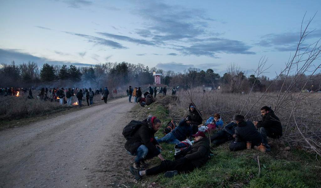 Amaga Turquía con enviar refugiados a Europa tras duro golpe militar en Siria