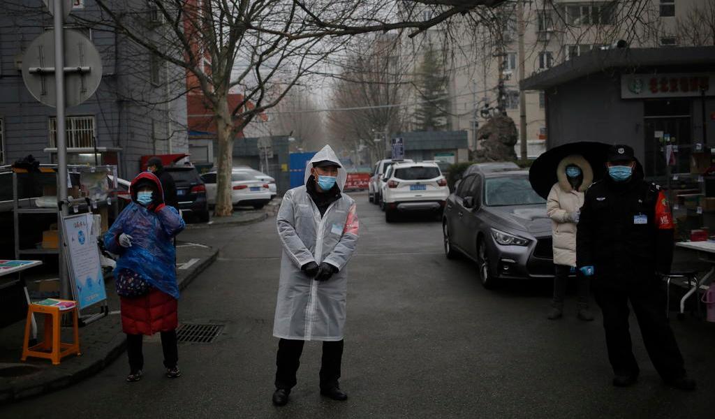 Suben contagios pero bajan muertes por virus