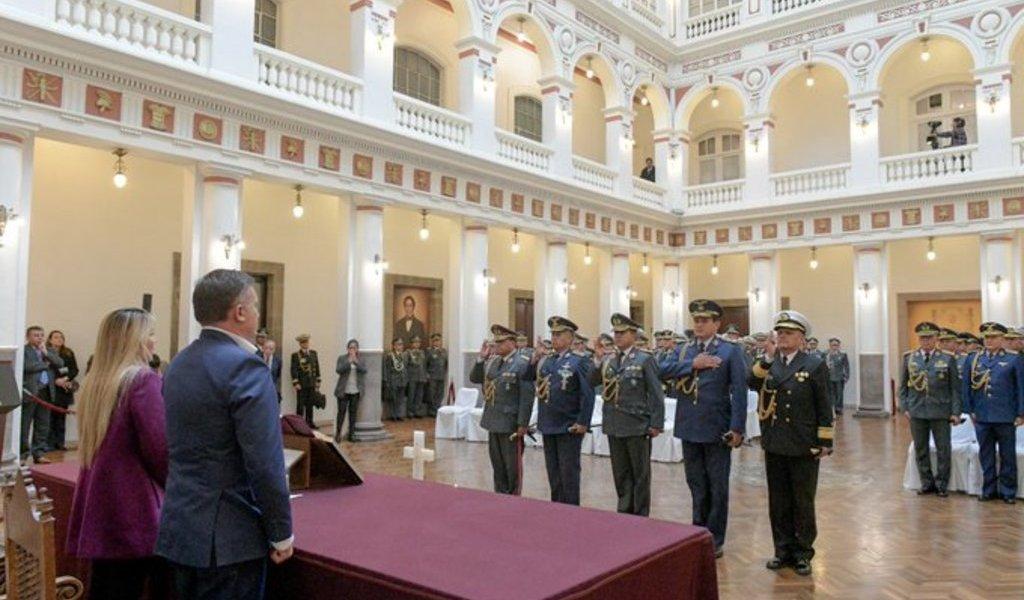 Ratifican a mayoría del mando militar