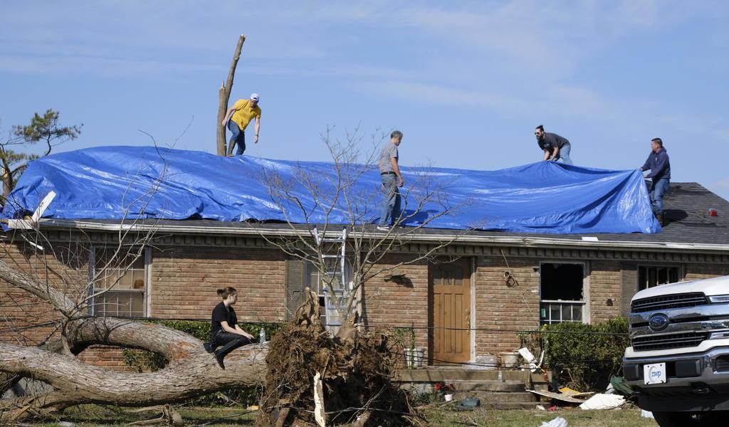 Tras tornado en Tennessee, surge esperanza en la devastación