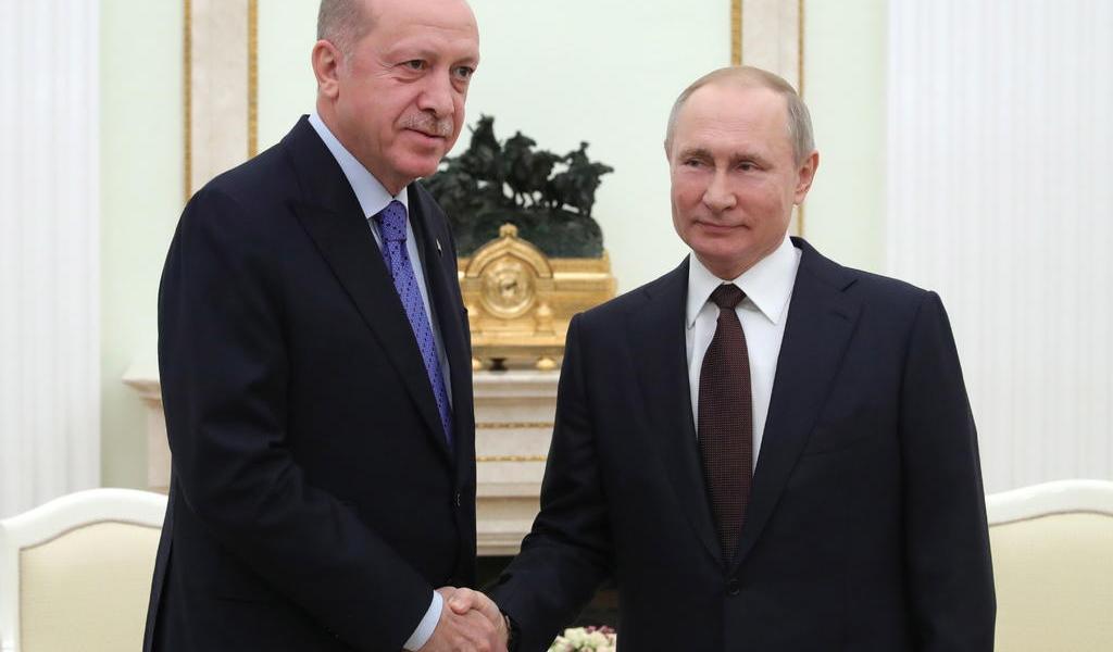 Acuerdan Rusia y Turquía un alto el fuego en Idlib
