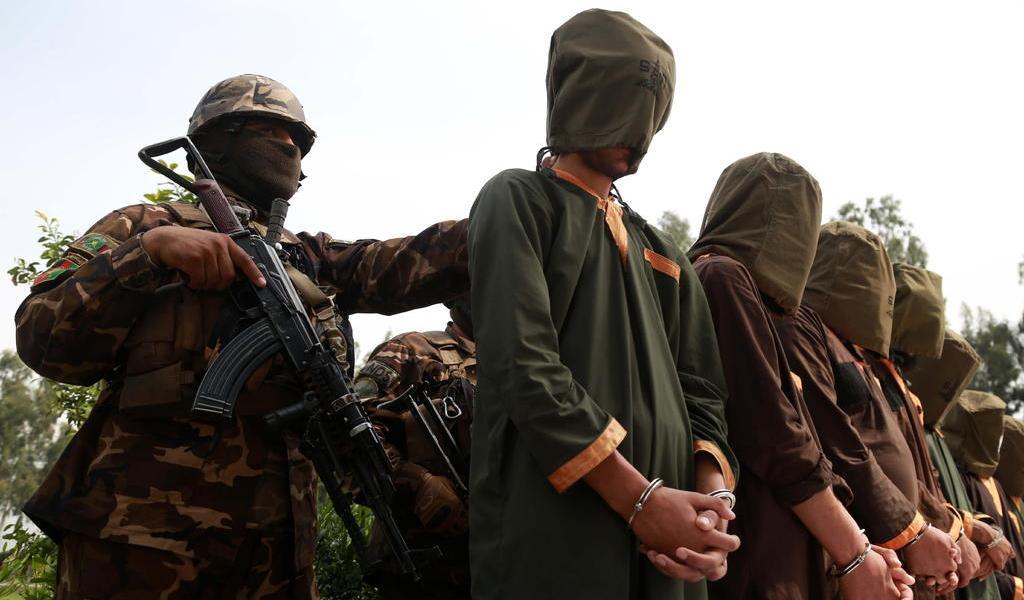 Chocan por liberación de presos políticos